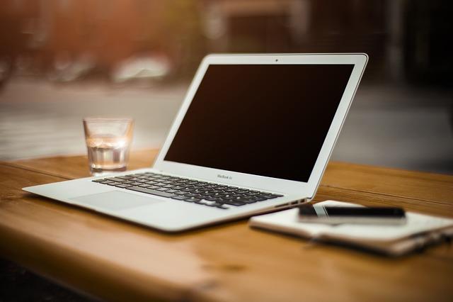מחשב נייד, שולחן עבודה
